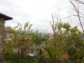 Парцел с къща в град Сандански